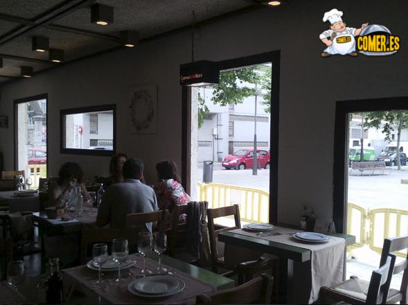 vista del comedor del restaurante especializado en arroces en Bilbao